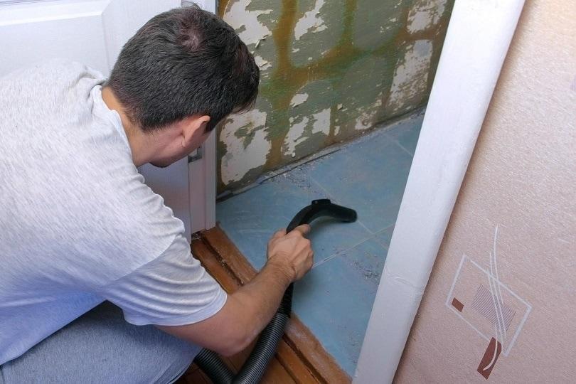Cleaning house toilet bathroom vacuum_Vadim Zakharisnchev_shutterstock